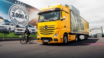 5b86b708991bf-00-mercedes-benz-demonstrates-sideguard-assist-on-the-actros-2560x1440.jpg