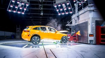 5c112489467a2-00-mercedes-benz-eqc-2018-n293-crash-test-safety-2560x1440.jpg