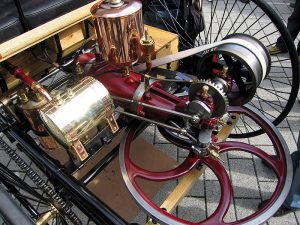 First petrol engine: CC BY-SA 2.0 de, https://commons.wikimedia.org/w/index.php?curid=2787829